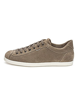Sporty suede lace-up