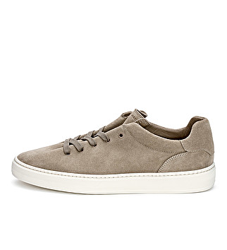 Suede expanding lacing sneaker