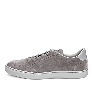 Block color suede sneaker