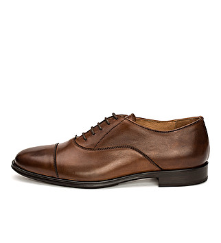 Elegant cap-toe leather oxford