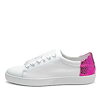 Leather sneakers with colored detail