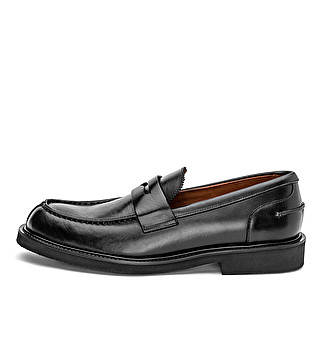 Elegant leather loafer