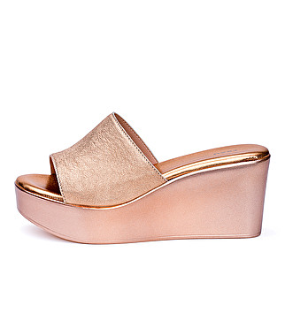 Laminated leather wedge mule