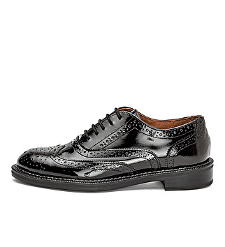 Patent leather derby with dovetail design