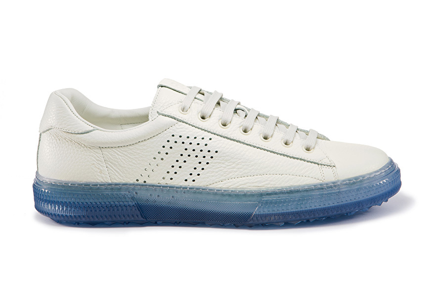 Sporty sneakers with translucent sole